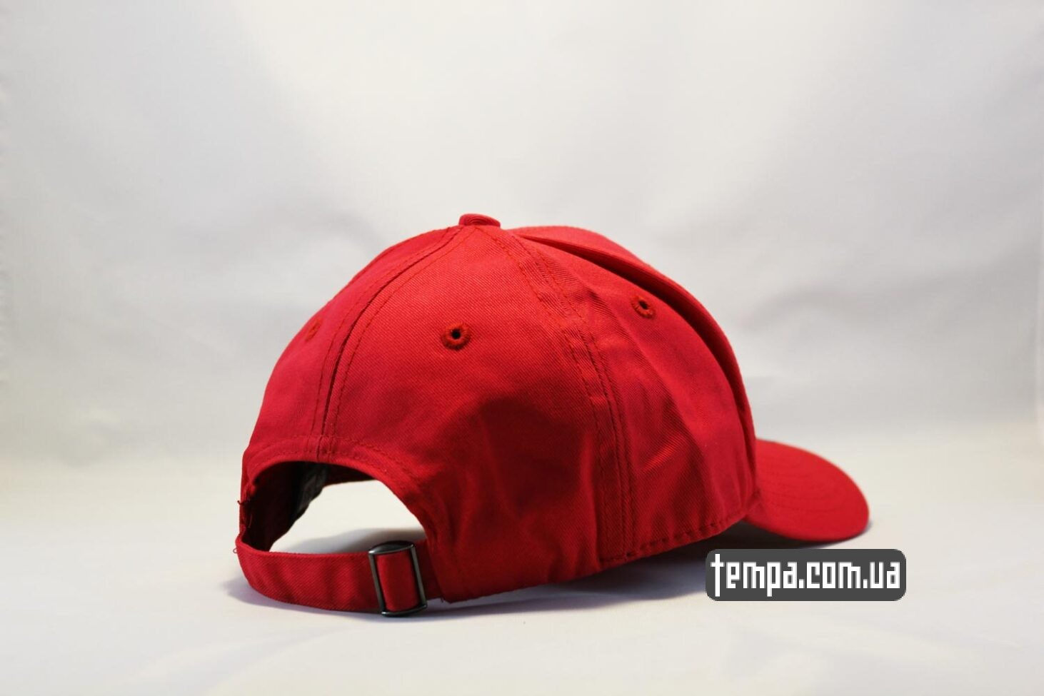 круглый закругленный козырек кепка бейсболка Chicago Bulls New Era 9TWENTY красная с быком